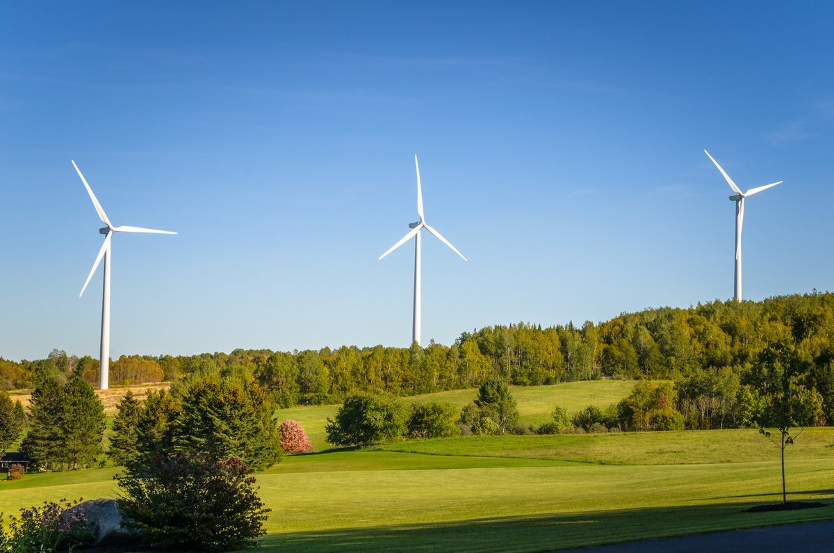 Portada de El Gobierno lanza un nuevo plan de ayudas para proyectos singulares de energía limpia en municipios pequeños o en riesgo de despoblación