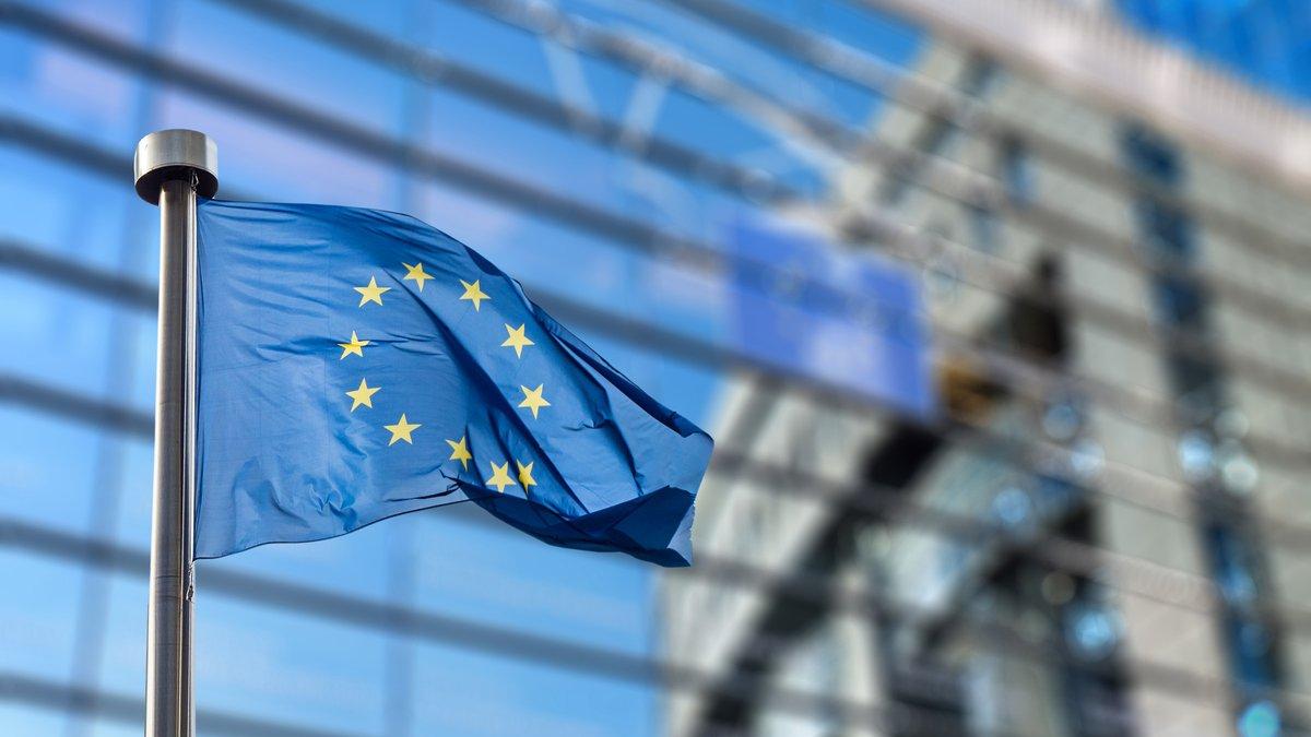 Portada de La Comisión Europea recauda más de 10.000 millones de euros en un tercer bono para apoyar la recuperación de Europa